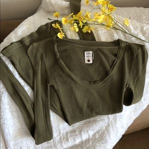 Free People size S forest green long sleeve top🍀